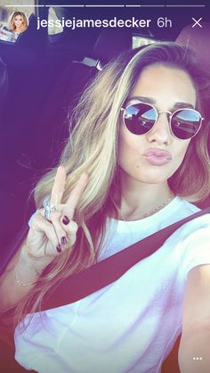 JJD out and about today! Eric And Jessie Decker, Jesse James Decker, Eric Decker, Jessica James, Jessica Rose, Ray Ban Round Sunglasses, Sunglasses Women, Jessie James Decker Instagram, Lob Hairstyle