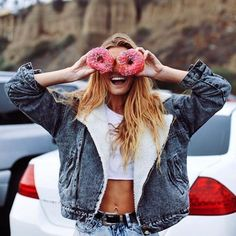 At some point I need to do the donut pose for social media. Tumblr Photography, Girl Photography Poses, Creative Photography, Photographie Portrait Inspiration, Best Photo Poses, Foto Casual, Foto Instagram, Insta Photo Ideas, Model