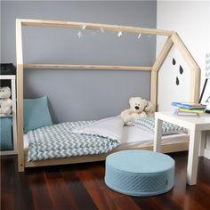 0ae708ca55c6 Dětská postel z masivu ve tvaru domečku 80x180 cm
