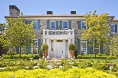 Stone Colonial charmer :: Brentwood, California