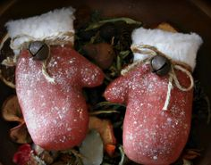 Primitive Christmas Red Winter Mittens Bowl Fillers Ornies Tucks