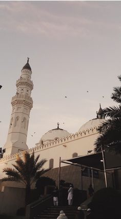 Masjid Quba' the first masjid that was built by the Prophet Mohammed ﷺ Islamic Wallpaper Iphone, Mecca Wallpaper, Islamic Quotes Wallpaper, Iphone Background Wallpaper, Aesthetic Pastel Wallpaper, Aesthetic Wallpapers, Mekka Islam, Mecca Masjid, Masjid Haram