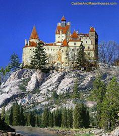 Castelul Bran (Bran Castle), Brasov ROMANIA, between Transylvania and Wallachia. Beautiful Castles, Beautiful Buildings, Beautiful Places, Medieval World, Medieval Castle, Romanian Castles, Places Around The World, Around The Worlds, Castle Parts