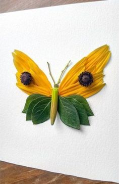 Flower arrangements in the form of insects on Raku Inoue Photography - - Leaf Crafts, Fall Crafts, Butterfly Crafts, Flower Crafts, Art Floral, Collage Nature, Dry Leaf Art, Art Haus, Pressed Flower Art