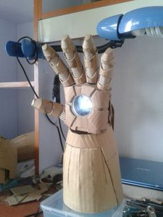 12 Pics - Iron Man Suit Made From Cardboard [12 Pics] http://www.chaostrophic.com/