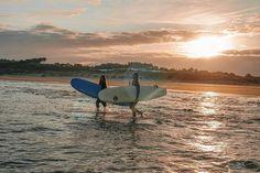 Surf girls - travel Surf Girls, Outdoor Furniture, Outdoor Decor, Sun Lounger, Surfboard, Surfing, Paradise, Beach, Travel