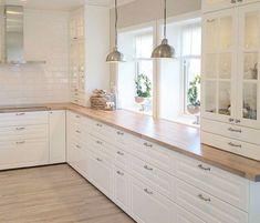 50 Best Modern Kitchen Design Ideas - The Trending House Rustic Kitchen Decor, Home Decor Kitchen, Kitchen Furniture, New Kitchen, Kitchen Interior, Home Kitchens, Kitchen Dining, Kitchen Pantry Cabinets, Modern Kitchen Cabinets