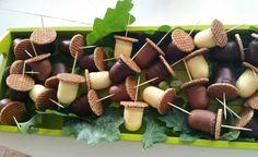 Super ideas for fruit traktatie herfst Fruit Party, Snacks Für Party, Fruit Display Wedding, Fruit Kabobs Kids, Vanilla Pudding Recipes, Fruit Sketch, Food Poster Design, Fruit Packaging, Fruit Dishes