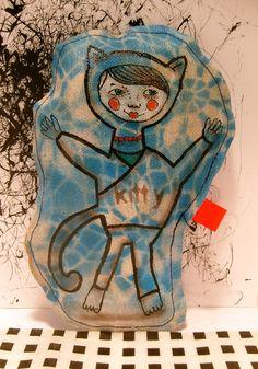 Eine Katze gemalt auf einen grundierten Leinenstoff.   Nach einen Entwurf von meine Tochter Mizumi.  Das Muster auf den Stoff ist auch gemalt.  Ein Un
