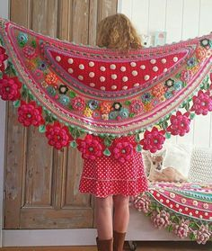 Interview with Crochet Artist Adinda Zoutman - Stola Stricken Poncho Crochet, Crochet Shawls And Wraps, Freeform Crochet, Crochet Art, Crochet Scarves, Crochet Crafts, Crochet Clothes, Crochet Stitches, Crochet Projects