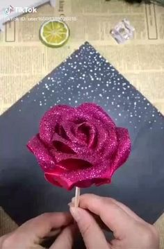 Paper Flower Patterns, Paper Flowers Craft, Paper Crafts Origami, Flower Crafts, Diy Flowers, Fabric Flowers, Flower Art, Diy Crafts Hacks, Diy Crafts For Gifts