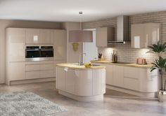 Create a hearty look with our Luna Kitchen range, featuring retro styling with forward thinking finishes. Shop this streamlines kitchen style today. Luna Kitchen, New Kitchen, Kitchen Dining, Kitchen Decor, Kitchen Ideas, Cashmere Gloss Kitchen, White Gloss Kitchen, Kitchen Diner Extension, Open Plan Kitchen