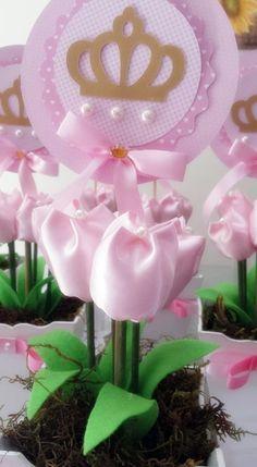 Cachepo em mdf,5 tulipas de tecido cetim, topper com 12 cm de diametro.  Fazemos em outras cores também, conforme a sua necessidade.