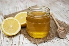 Honey and Vitamin C Face Mask Recipe - This simple honey and vitamin c face mask and scrub with organic sugar and lavender essential oil reduces inflammation and smoothes skin. Vitamin C Face Mask, Vitamin C Serum, Vitamin B12, Homemade Moisturizer, Homemade Skin Care, Homemade Beauty, Cheveux Ternes, Honey Face Mask, Crunches