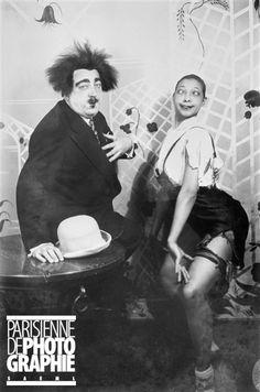 Paul Poiret (1879-1944), couturier français et Joséphine Baker (1906-1975), artiste de music-hall américaine, à l'occasion de la Sainte-Catherine. Paris, chez Paul Poiret, 25 novembre 1925.