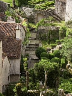 Tiny Gardens and Roof Terraces in St Cirq Lapopie