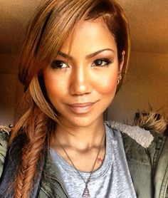 my fave has changed her hair color, & i love it + her...Jhene Aiko ;)