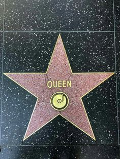 Queen Pictures, Queen Photos, I Am A Queen, Save The Queen, Bryan May, Rock And Roll, Queen Aesthetic, Rock Bands, We Are The Champions
