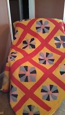 ANTIQUE HAND QUILTED QUILT FROM 1930s