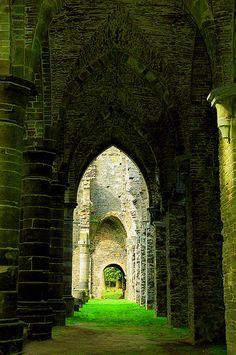 villers abbey, belgium | travel destinations in europe + ruins #wanderlust