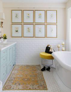Classic White Bathrooms, Yellow Bathrooms, Tuscan Bathroom, Small Bathroom, Design Bathroom, Gold Bathroom, Bathroom Ideas, Bathroom Inspo, Bathroom Interior
