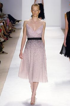 Monique Lhuillier Spring 2006 Ready-to-Wear Fashion Show - Julia Dunstall