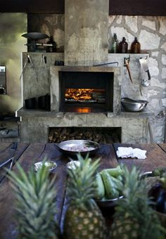 We like this outdoor oven setup #woodfiredovens #outdoorcooking #outdoorkitchen