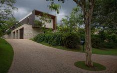 Image 35 of 41 from gallery of CCB Paineiras / Gálvez & Márton Arquitetura. Ground Floor Plan, My Dream Home, Facade, Architecture Design, Sidewalk, Floor Plans, Gallery, Garden, Design Interiors