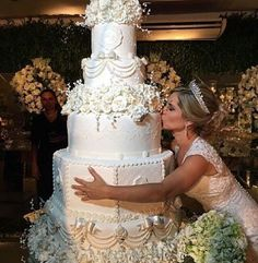Weddingwire Lite provided Traditional Wedding Cake Designs Pictures by Wedding Cake Prices Ontario than Wedding Shoes For Grass - Extravagant Wedding Cakes, Wedding Cake Prices, Luxury Wedding Cake, Black Wedding Cakes, Amazing Wedding Cakes, Elegant Wedding Cakes, Elegant Cakes, Wedding Cake Designs, Wedding Cake Toppers