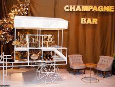 Já pensou em um champagne bar no casamento? 🍾 @brunaberaldo arrasou nessa cenografia com nosso carrinho 🍾✨💍 #champagnebar #champagne #ellaarts #ellawedding