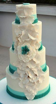 Added teal color wedding cake