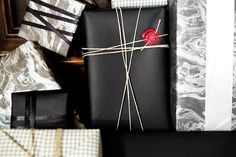 black and white marbled wrapping paper with asymmetrical ribbon and wax seal // gift wrapping ideas Present Wrapping, Creative Gift Wrapping, Creative Gifts, Wrapping Ideas, Wrapping Papers, Diy Gifts, Great Gifts, Black Wrapping Paper, Black Paper