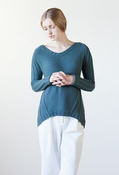 I like the combination of curving texture and curving asymetric hem - it seems slimming and feminine and practical - cool - Ravelry: STRÅLE pattern by Bristol Ivy