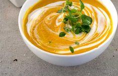 Paahdettu kurpitsakeitto   Vegaanihaaste Thai Red Curry, Ethnic Recipes, Soups, Food, Essen, Soup, Meals, Yemek, Eten