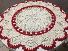 Lindo tapete em crochê para sala ou quarto Medida aproximadamente 90 cm Material utilizado Barbante Euroroma fio8 Feito sob encomenda com a cor de sua preferência. Prazo 24 dias.