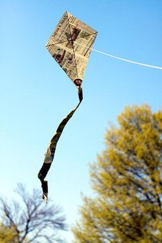 tutorial newspaper kit video ... I made these as a kid and now my kids make them!anothr link http://www.columbiamissourian.com/stories/2010/04/10/photo-gallery-how-build-missourian-kite/
