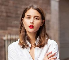 THE CLAVICUT – A mid-length bob, cut just below the shoulders. A perfect length, easy to wear up or down.