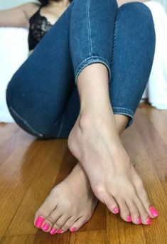 Füße Ziemlich Wholesale Bapes Article Body: It is difficult however to get wholesale Bapes because t Nice Toes, Pretty Toes, Feet Soles, Women's Feet, Barefoot Girls, Beautiful Toes, Feet Nails, Beauty Full Girl, Girls Hand