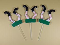 Os elfos fazem parte da magia do natal e adoram brincar! Que tal decorar cupcakes natalinos com estes lindos toppers. Sua festa natal vai ficar mais ainda encantadora.
