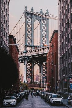 View of the Brooklyn Bridge from Brooklyn street. New York City by WORLD OF WANDERLUST. top places to visit on your first trip to New York. New York City Guide. Whats Wallpaper, New York Wallpaper, City Wallpaper, Photographie New York, Travel Photographie, New York Trip, New York City Travel, New City, New York Pictures