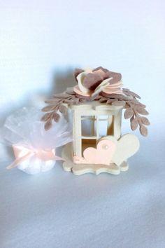 Bomboniera lanterna matrimonio, by dony bomboniere, 7,50 € su misshobby.com Foam Crafts, Diy And Crafts, Mothers Day Crafts, Big Shot, Luau, Confetti, Bird, Frame, Outdoor Decor
