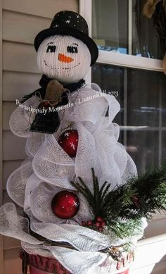 Snowman From Tomato Cages - NEXT YEAR'S PROJECT!! Already did 4 Tomato cages into Christmas trees!! by margarita