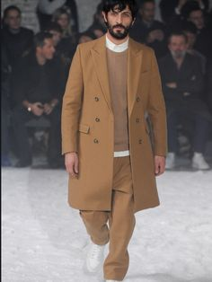 See all the Collection photos from Ami Alexandre Mattiussi Autumn/Winter 2014 Menswear now on British Vogue Vogue Paris, Looks Street Style, Inspiration Mode, Camel Coat, Fall Winter 2014, Hipsters, Gentleman Style, Gentleman Fashion, Designer Collection