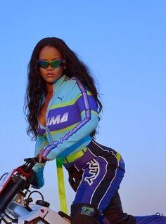 Hot Girl Summer from Rihanna. The original Bad Gal. Learn how Rihanna change my . - Hot Girl Summer from Rihanna. The original Bad Gal. Learn how Rihanna change my Foundation Game on - Estilo Rihanna, Rihanna Mode, Rihanna Riri, Rihanna Style, Beyonce, Rhianna Fashion, Summer Girls, Hot Girls, Sunglasses For Your Face Shape
