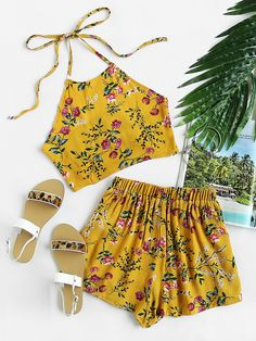 Shop Floral Print Random Tie Open Back Crop Top With Shorts online. SheIn offers Floral Print Random Tie Open Back Crop Top With Shorts & more to fit your fashionable needs. Cute Summer Outfits, Casual Outfits, Cute Outfits, Beach Outfits, Summer Wear, Look Fashion, Teen Fashion, Fashion Outfits, Fashion 2016