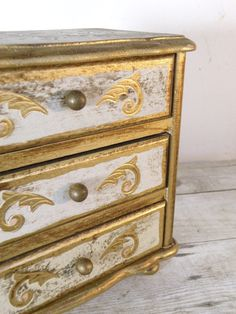 vintage jewelry box by experimentalvintage on Etsy, $26.00