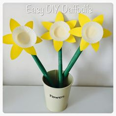 Easy Paper Daffodils - Crafts for kids crafts for seniors DIY Paper Daffodils - Crafts for kids Arts And Crafts For Teens, Crafts For Seniors, Spring Crafts For Kids, Mothers Day Crafts For Kids, Paper Crafts For Kids, Crafts To Do, Paper Crafting, Crafts Toddlers, Rock Crafts