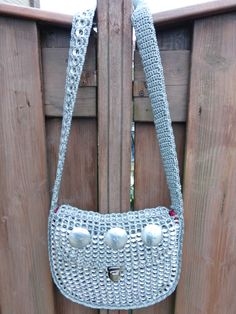 Made by Carola Pop Tab Purse, Pop Can Tabs, Can Tab Crafts, Soda Tabs, Pop Cans, Crochet Purses, Recycled Art, Crochet Accessories, Top Pattern
