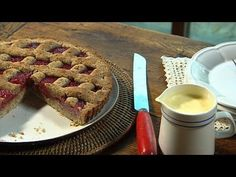 Fast Ed: Simple Rhubarb Pie, Ep 22 (27.06.14)  You can't have a winter feast without a comforting pie. Ed has a recipe for an irresistible rhubarb pie that is so simple to make. This rustic lattice pie is the ultimate comfort food to end a traditional home cooked meal. #RhubarbPie, #WinterFeast   Read post here : https://www.fattaroligt.se/fast-ed-simple-rhubarb-pie-ep-22-27-06-14/   Visit www.fattaroligt.se for more.