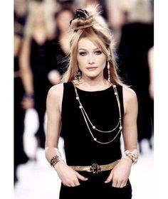 Carla Bruni au défilé Chanel automne-hiver 1996-1997